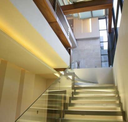 geländer für treppenhaus design treppe beleuchtung