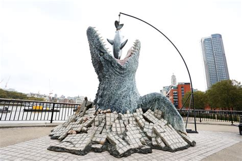river thames jurassic world jurassic world s mosasaurus unveiled in london