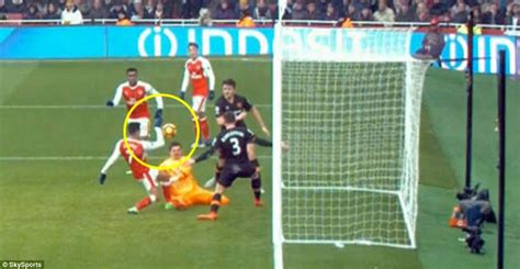 alexis sanchez handball arsenal news alexis sanchez scores controversial goal