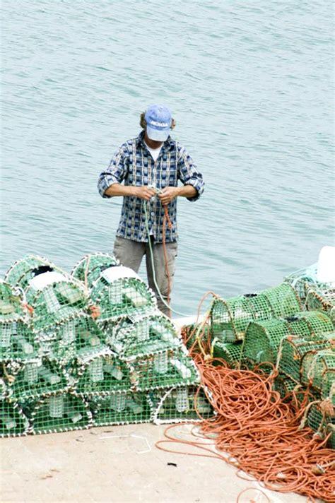free picture fisherman preparing net