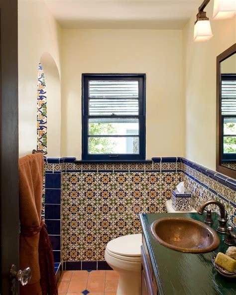 spanische badezimmer marokkanische badezimmer fliesen ideen aequivalere
