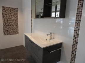 deco salle de bain carrelage noir et blanc peinture