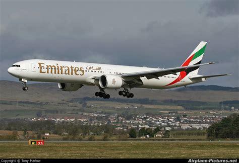 emirates glasgow to dubai a6 ebv emirates airlines boeing 777 300er at glasgow
