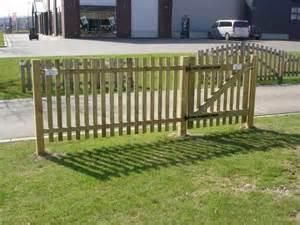 barriere de jardin en bois portails et cl 244 tures en bois