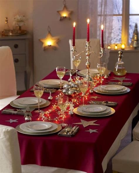 60 Christmas Dining Table Decor In Red And White Family Dining Table Decoration