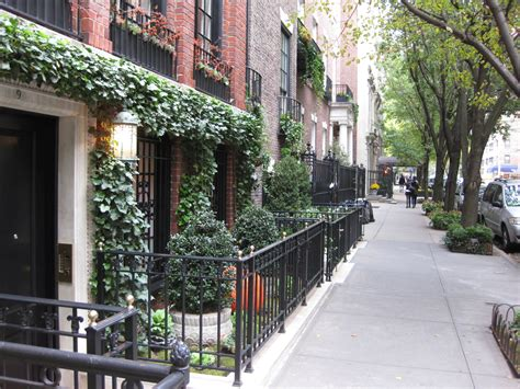 housing works nyc upper east side file sidewalk in upper east side nyc jpg wikimedia commons