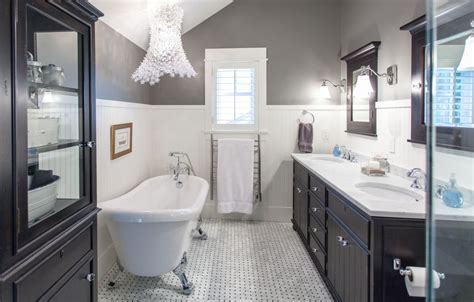 White Wainscoting Bathroom by Bathroom Wainscoting What It Is And How To Use It