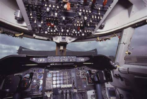 alitalia interno alitalia interno della cabina di pilotaggio di un