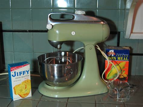 Update: Need a vintage Cuisinart or Kitchen Aid mixer