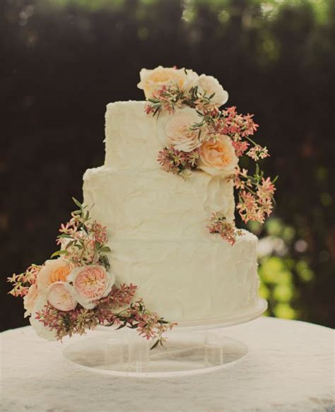 Wedding Cakes for the Romantic Wedding   MODwedding