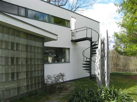 gropius house detail outside of the gropius house picture of gropius house lincoln tripadvisor