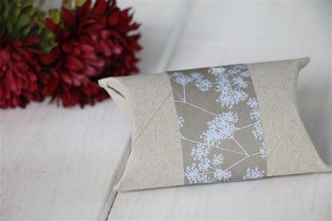 kleine geschenkverpackung basteln diy kleine geschenkverpackung aus klopapierrolle basteln