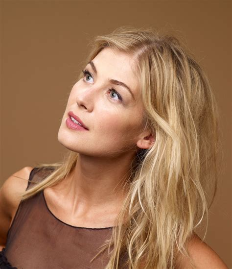 lovely rosamund pike rosamund pike entertainment realm