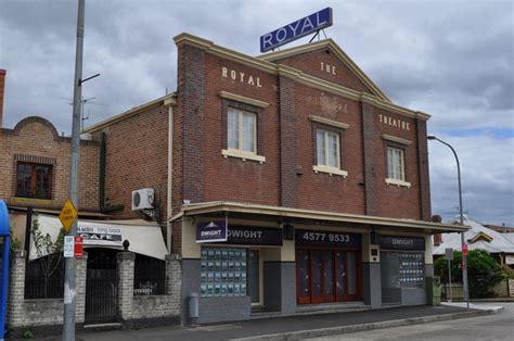cineplex windsor royal picture theatre in windsor au cinema treasures