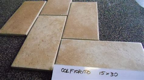 pavimenti a stock stock mattonelle roma boiserie in ceramica per bagno
