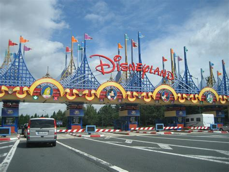 entrada a disneyland the disneyland car park entrance guests staying