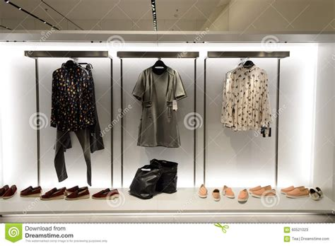 zara ropa interior interior de la tienda de zara foto de archivo editorial