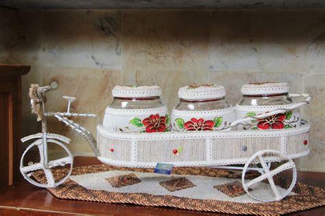 Minyak Akar Wangi harumnya akar wangi khas garut di sentra oleh oleh zocha