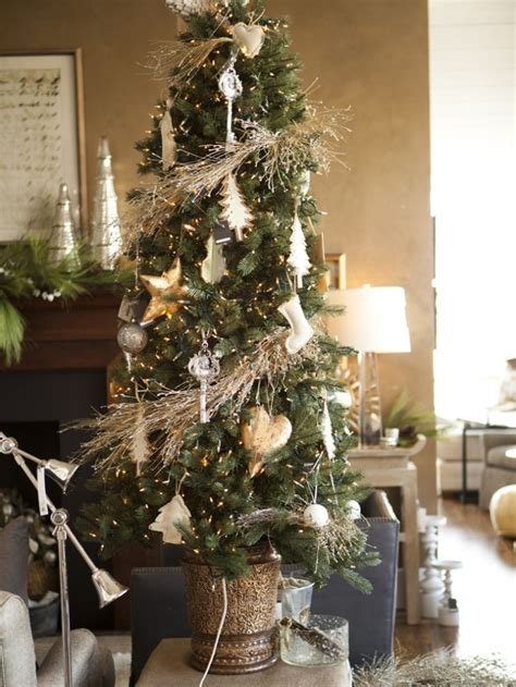 indoor decor ideas organic christmas tree creame wall