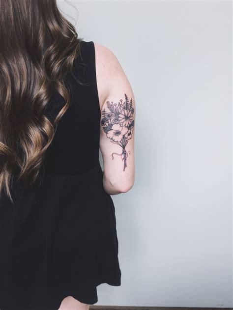 bouquet tattoo best 25 bouquet ideas on flower