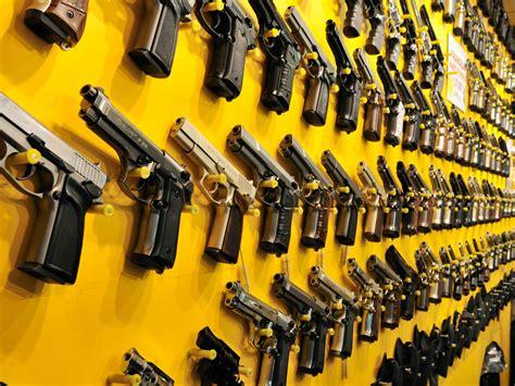licenza di porto d armi risponde di concorso colposo in omicidio doloso chi