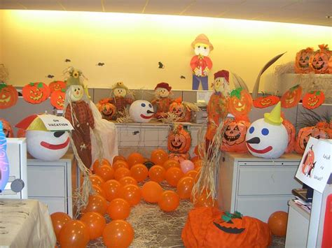 halloween decorating themes office 20 best halloween office decor images on pinterest