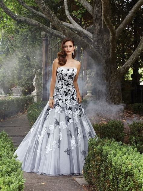 6 Of The Best Black White Inspired Dresses 35 black white wedding dresses with edgy elegance