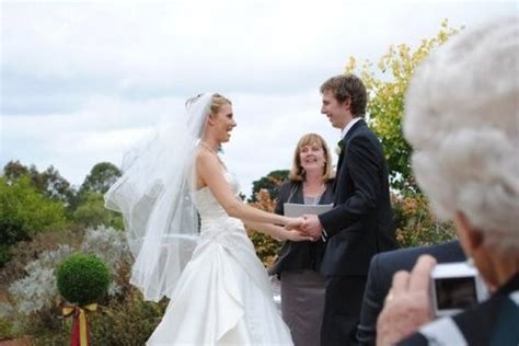 Marriage Celebrant Melbourne   Fiona Nicholls Wedding