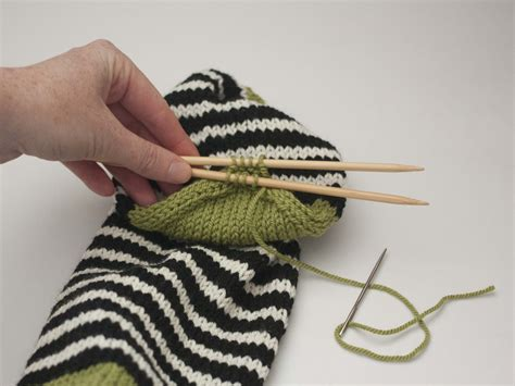 How To Do Kitchener Stitch In Knitting by Part 4 Closing The Toe And Kitchener Stitch Ewe Ewe Yarns