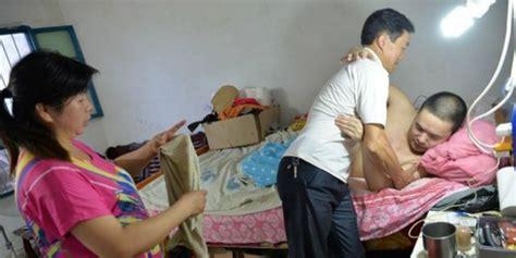 Nikmatnya Pacaran Setelah Pernikahan Diskon 40 mengharukan wanita ini rawat mantan suami bersama suami