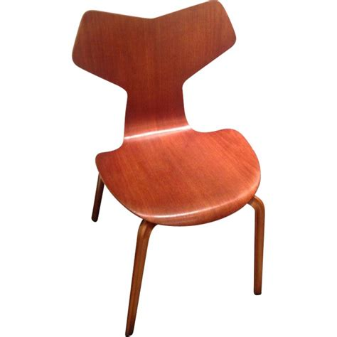 Chaise Grand Prix Jacobsen by Chaise Grand Prix En Teck Arne Jacobsen With Chaise Grand