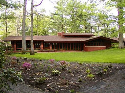 frank lloyd wright inspired home plans frank lloyd wright s great usonian vision berkshire