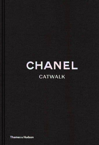 chanel catwalk the complete 050051836x chanel catwalk the complete karl lagerfeld collections fotografia design architektura