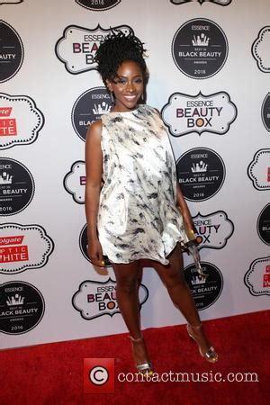 2016 black essence beauty award teyonah parris pictures photo gallery contactmusic com
