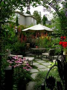 small courtyard garden from macqueen design in