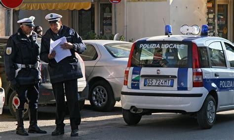 ufficio vigili urbani il corpo della polizia municipale si allarga arrivano due