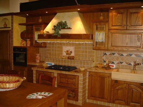 piastrelle per piano cottura cucine e piastrelle scegliere le piastrelle decorate in