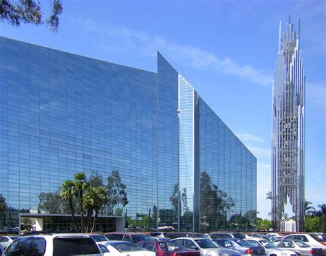 Exceptional Anaheim Churches #2: Crystal_Cathedral_with_Spire.jpg