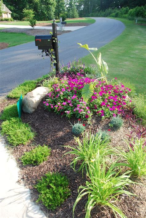 25 best ideas about mailbox landscaping on sidewalk landscaping front yard patio