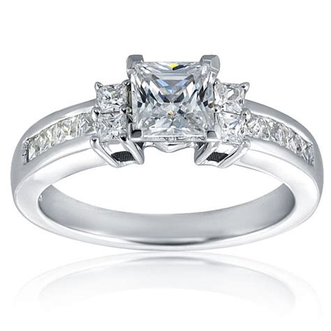 princess cut solitaire ring in 18k gold with 12