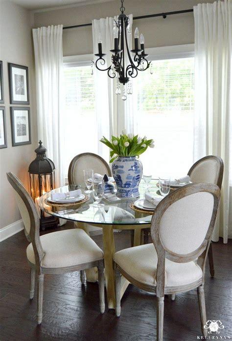blue  white ginger jar centerpiece  white tulips