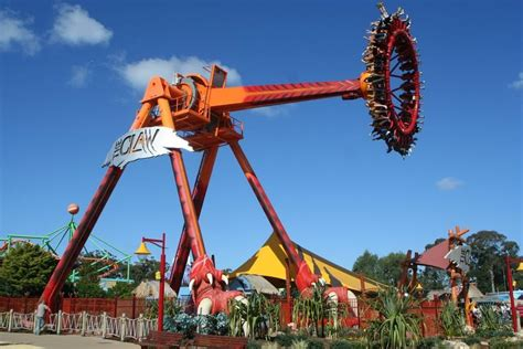 theme park australia dreamworld yaxi youth transport service youth