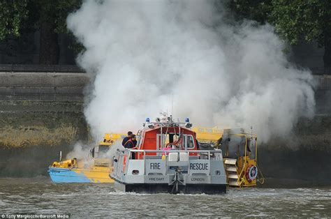duck tour boat fire london thames duck boat fire terrified passengers jump overboard