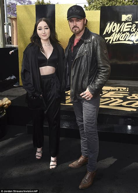 Mileys Parents Stay Together by Mtv Awards Noah Cyrus Performs Stay Together Daily Mail