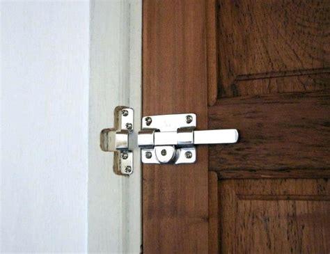 Bathroom Door Locked From Inside - how to unlock a locked bedroom door without key