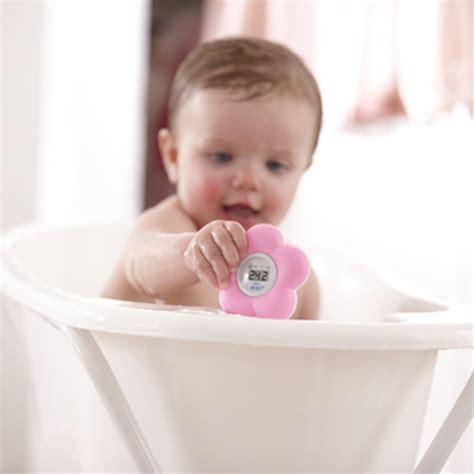 thermometre chambre bebe thermometre b 233 b 233 de bain et chambre de avent philips