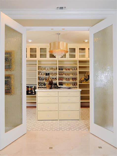 Walk In Closets Designs by 40 Pretty Feminine Walk In Closet Design Ideas Digsdigs