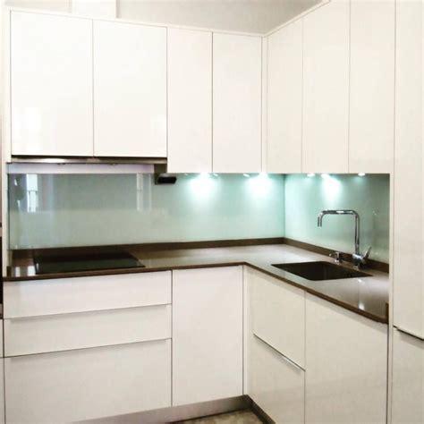 cocina moderna blanco con encimera cocina moderna blanco brillo tiradores encimera