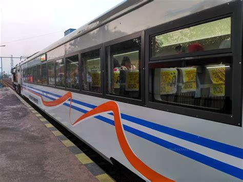 Kereta Keretaan Motif The Smurfs naik kereta tegal bahari dari tegal ke jakarta eh ketemu railone dan wijayakusuma kankkunk