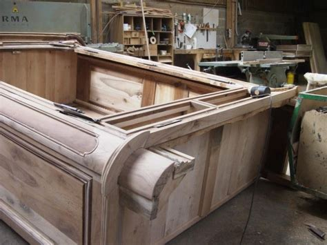 come restaurare un comodino come restaurare un armadio manutenzione restauro armadio
